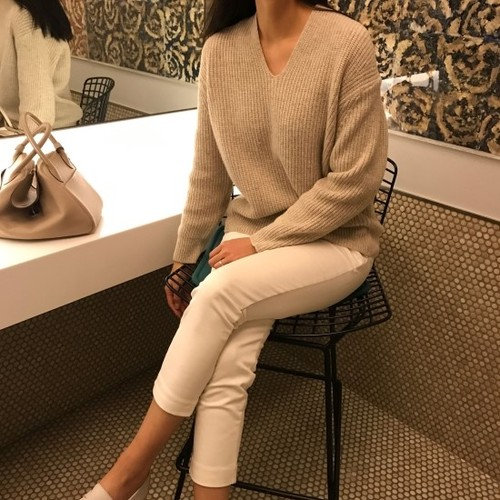 wool v-neck knit